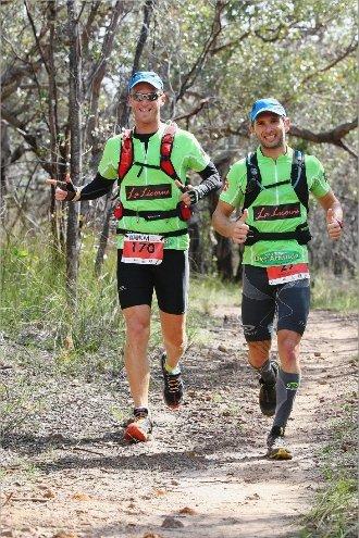 Kévin Coma et Damien Boutellier (de gauche à droite) avaient encore le sourire, au 30e kilomètre…