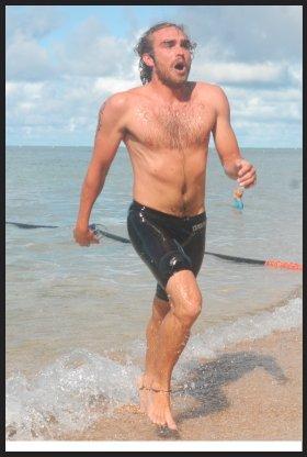 Thomas Chacun (photo de gauche) et l'Australien Ridge Grimsey se sont livré un duel à distance, hier matin, et ont été les deux grands animateurs de cette 20e Traversée Anse-Vata - Ile aux Canards (et retour). Le Calédonien a fini par l'emporter, battant du même coup le « record de vitesse ».