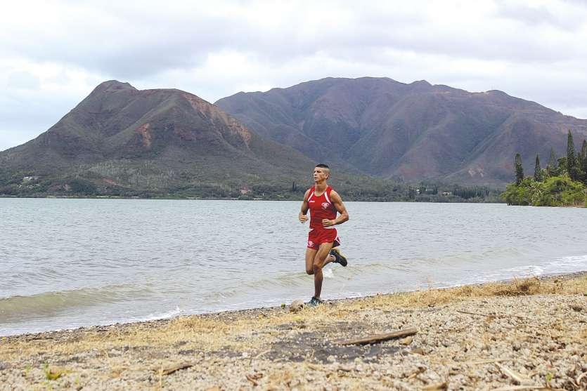 Le Mont-Dore (en arrière-plan), le col de Plum ou encore le Pic aux chèvres, celui qui habite à Plum a l'embarras du choix pour s'entraîner à courir avec du dénivelé. En tout, il parcourt près de 80 kilomètres par semaine.