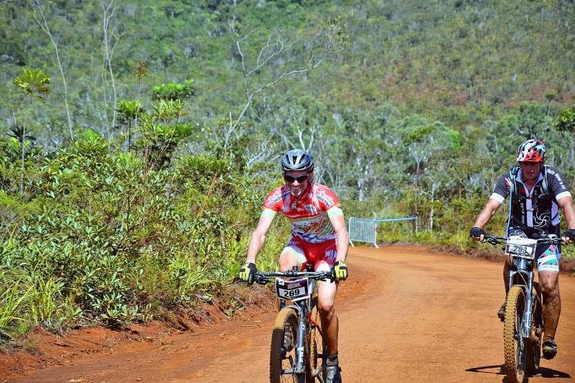 David Esposito, le visage radieux au moment de franchir la ligne en tête. Le coureur du VCC Mont-Dore n'avait pu faire mieux que 2e en 2017 et 2018.            Photo Waldemar de Laage