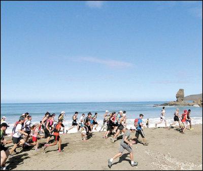Comme tous les ans, le rendez-vous est fixé à 6 h 30 sur la plage de Roche Percée.