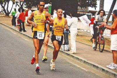 Depuis son retour en Calédonie, Louis Morville (à gauche) a participé à une dizaine de marathons dont celui de Nouméa. Sa meilleure performance est de 3 heures et 02 minutes en 2009.