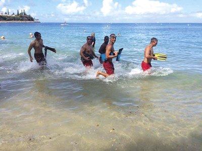 Nouméa, 24 janvier. Un groupe de nageurs prépare la Traversée depuis quelques semaines. Ils se retrouvent baie des Citrons pour nager sur des distances de plusieurs kilomètres. Dimanche, ils ont fait l'aller-retour jusqu'à l'île aux Canards.